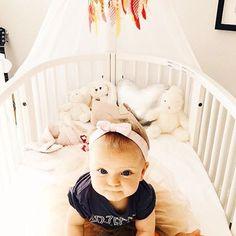 Sweet little #nicoanaïs underneath my •neonpink• #feathermobile  She is so darn cute isn't she?!  @gustaftorling  #babymobile #babydecor #babyroom #kreativkaka #babycrib #cutiepie #sweetpea #babygirl #decor #babyinspo #barnrumsinspo