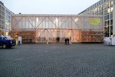 Ian Shaw blickt in die Zukunft - ASRM eröffnet Pavillon in Frankfurt Steel Structure Buildings, Bamboo Structure, Temporary Structures, Bow Wow, Facade Design, Glass House, Frankfurt, Green Building, Abandoned Places