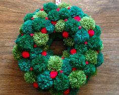 Pom Pom Wreath Pom pom wreath with different shades of green pom poms, and small red pom poms to look like berries.Pom pom wreath with different shades of green pom poms, and small red pom poms to look like berries. Christmas Pom Pom Crafts, Craft Stick Crafts, Holiday Crafts, Diy And Crafts, Christmas Wreaths, Christmas Decorations, Christmas Ornaments, Spring Crafts, Preschool Crafts