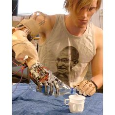 Swedish and Italian scientists have created the first robotic hand to give amputees a sense of touch. When pressed against an object the 40 sensors in the Smarthand are activated. They are surgically connected to nerves in the arm, allowing the hand's High Tech Low Life, Concept Clothing, Robot Hand, The Future Is Now, Robot Design, Augmented Reality, Cyberpunk, 3d Printing, How To Introduce Yourself