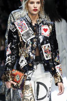 Dolce & Gabbana Fall 2017 Ready-to-Wear Fashion Show Details Punk Fashion, Diy Fashion, Runway Fashion, Ideias Fashion, Fashion Show, Fashion Outfits, Womens Fashion, Fashion Design, Fashion Gallery