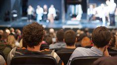 Neden Tiyatroya Gitmeliyiz?  Tiyatro, insanı insanca anlatan tek sanat dalı olma özelliğini taşıyor. Kaynağını da sürekli geliştiren bu sanat, insanın özünü araştırır.