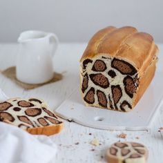 Cheetah bread, anyone? http://www.patternpeople.com/edible-art-animal-print/ #edibleart #animalprint #pattern #PatriciaNascimento #CocoEBaunilha
