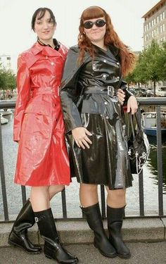 Red and Black PVC Raincoats Imper Pvc, Wellies Rain Boots, Rubber Raincoats, Pvc Raincoat, Bronze, Daddys Girl, Rain Wear, Leather Skirt, Photos