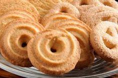 Confira como preparar três versões de biscoito amanteigado: tradicional, de chocolate e de canela.