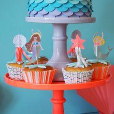 Table d anniversaire sur le th¨me de l océan des sir¨nes et des