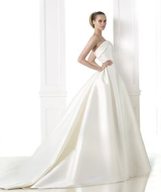 Robes de mariée de la collection Atelier 2015 - Pronovias