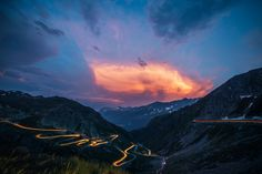 Would you like to visit a beautiful Gotthard Pass on your way to Italy or while you explore Swiss Alps in Switzerland? Mountain Photography, Travel Photography, Photography Ideas, Photography Tutorials, Time Lapse Photo, Places In Switzerland, Best Sunset, Sunset Road, Mountain Sunset