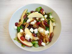 Salade met appel, druif, geitenkaas en balsamicodressing
