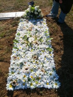 floral blanket made from artificial flowers Grave Flowers, Cemetery Flowers, Funeral Flowers, Silk Flowers, Memorial Day Decorations, Cemetery Decorations, Flower Decorations, Memorial Ideas, Funeral Arrangements