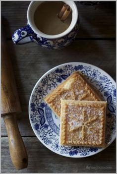 English Shortbread Cookies (Ina Garten recipe) - make raw version Biscuit Cookies, No Bake Cookies, Yummy Cookies, Yummy Treats, Sweet Treats, Yummy Food, Tea Cakes, Cookie Recipes, Dessert Recipes