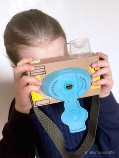 Toy Cardboard Camera How to make a cardboard toy camera - or less quick craft to make with or for your children // How to make a cardboard toy camera - or less quick craft to make with or for your children // Kids Crafts, Projects For Kids, Diy For Kids, Creative Crafts, Easy Crafts, Cardboard Camera, Cardboard Crafts, Junk Modelling, Paper Toy