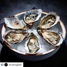 Det er oyster o'clock på @muslingkbh lige nu - god fredag!  #oyster #restaurant #kbh #københavn #foodie #food #foodstagram #instagram