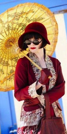 Essie Davis star of Miss Fishers Murder Mysteries 2012 Costume Designer Marion Boyce 20s Fashion, Fashion Night, Vintage Fashion, Style Fashion, Fashion Design, Murder Mysteries, Cozy Mysteries, Fishers Hat, Miss Fisher