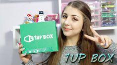 """UNBOXING 1UP BOX di Ottobre! Apriamola insieme!!Mystery Box  !Dentro ci sono tutte le cosine e """" gadget """" di giochi , cartoni ecc... hahah la box perfetta per i """"nerd"""" e i """"gamer"""" Spero vi piaccia ^_^ Link 1UP BOX : http://1upbox.co/1Y2mOvY   Primo mese è solo $ 9,92 + Spedizione. Devi usare il coupon 'AWESOME' per questo.  - Dopo di che si trova a meno di $ 13 + spese di spedizione"""