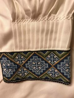 Skjorter til Øst Telemark Beltestakk Hardanger Embroidery, Embroidery Stitches, Embroidery Patterns, Cross Stitch Patterns, Border Embroidery Designs, Traditional Outfits, Norway, Scandinavian, Textiles