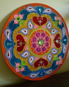 MANDALA EM DISCO DE VINIL -pintura acrílica e decoração com pedrarias. ...