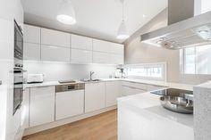 Moderni keittiö 9627181 Kitchen Colors, Kitchen Design, Minimal Kitchen, Kitchen Furniture, Cool Kitchens, Cribs, Minimalism, New Homes, Interior