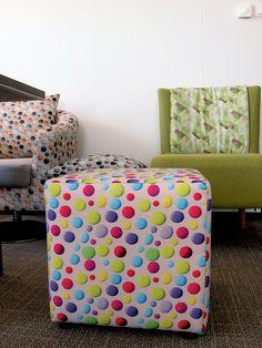 Grochy chyba nigdy nie wyjdą z mody! Kolorowe grochy mogą ciekawie ożywić każde wnętrze! więcej nowości na stronie http://www.lech-tkaniny.pl/ #modern #fabrics #tkaniny_meblowe #nadruk