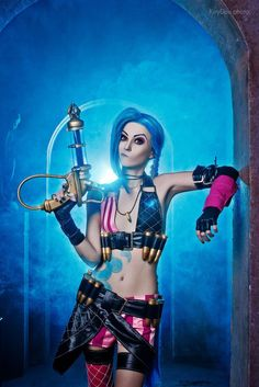 Character: Jinx (The Loose Cannon) / From: Riot Games 'League of Legends' / Cosplayer: Мария Вестинова (aka Maria Vestinova, aka Manyasha)