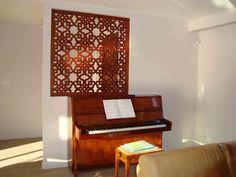 Claustra en bois d'intérieur avec motif arabesque