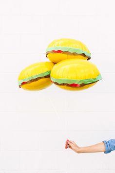 DIY Burger Balloons | studiodiy.com