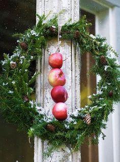 the lazy designer: scandinavian Christmas Christmas Greenery, Christmas Love, Country Christmas, Merry Christmas, Christmas Wreaths, Christmas Crafts, Christmas Decorations, Apple Wreath, Scandinavian Christmas
