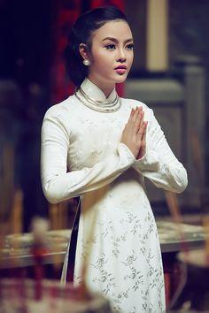 Đôi Mắt Người Xưa - traditional silk ao dai.