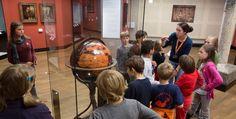Das Deutsche Historische Museum (DHM) bietet für Kinder und Jugendliche bis 18 Jahren freien Eintritt an.