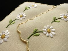 hungarian embroidery ideas DAISIES on YELLOW Vintage 8 Cocktail Napkins Madeira Hand Embroidery Linen - Hungarian Embroidery, Learn Embroidery, Hand Embroidery Patterns, Vintage Embroidery, Embroidery Stitches, Floral Embroidery, Lazy Daisy Stitch, Ideas Hogar, Embroidery Transfers