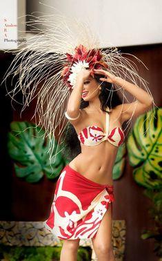 Beautiful would be a nice swim suit! Hawaiian Woman, Hawaiian Girls, Hawaiian Dancers, Hawaiian Art, Polynesian Dance, Polynesian Culture, Hawaiian Costume, Tahitian Costumes, Tahitian Dance