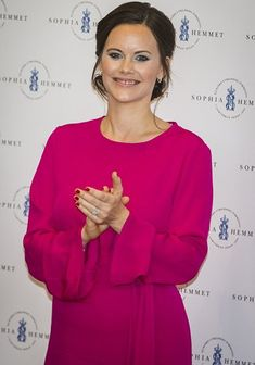 31 May 2017 - Princess Sofia attends Sophiahemmet's 2017 graduation ceremony at the Sophiahemmet University College - dress by Greta, shoes by Stinaa J, clutch by Salvatore Ferragamo