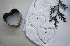 Corazones con aroma hechos con maicena y bicarbonato...ideal para decorar en Navidad