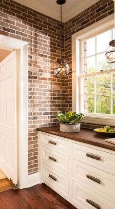 Butler's Pantry. Great Butler's Pantry Design Ideas with designer sources. #ButlersPantry #Pantry #Interiors