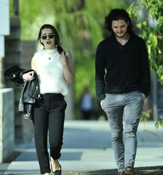 Kit and Emilia Khal Drogo, Emilia Clarke, Hot Actors, Actors & Actresses, Acteurs Game Of Throne, Jon Snow, Kit And Emilia, Hbo Tv Series, Game Of Throne Actors
