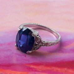 Art deco sapphire ring love // ring from Trumpet & Horn