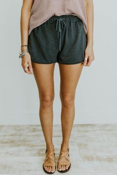 Sun shy shorts in oceania roolee summer essentials стиль, мо Summer Outfits, Casual Outfits, Cute Outfits, Fashion Outfits, Casual Shorts, Girly Outfits, Beautiful Outfits, Comfy Shorts, Dress Casual