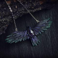 "68 curtidas, 7 comentários - Xenia Lynx (@xenolynx_x) no Instagram: ""Dark flight. Polymer clay necklace  with  amethyst.  #КузницаЧудес #ForgeOfWonders #polymerclay…"""