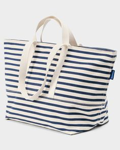 Weekend Bag Sailor Stripe Regular price $ 74.00 BAGGU 15.5 in. H x 26 in. W x 10.5 in. D. 12 in. shoulder strap drop. 6 in. handle drop. Heavy duty zipper closure.
