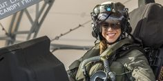 Anneliese Satz becomes first female Marine to pilot fighter jet - Fighter Jets World Female Marines, Female Pilot, Female Soldier, Jet Fighter Pilot, Fighter Jets, Air Fighter, Joining The Marines, Naval Aviator, Helicopter Pilots