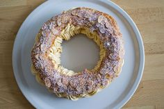 Paris Brest at the thermomix. Here is a recipe of Paris Brest, easy and quick to prepare with the thermomix at home. Dessert Thermomix, Thermomix Bread, Eclairs, Choux Pastry, Bread Cake, Sliced Almonds, Food And Drink, Sweets, Baking