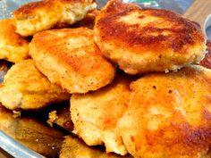 Chicken Nuggets selber machen. Dieses Chicken Nuggets Thermomix Rezept ist schnell gemacht - und vor allem weiß man endlich, was wirklich drin ist - nicht so wie bei den Chicken McNuggets. Ganz saftiges Hühnchen mit einer knusprigen Panade! Das ganze Rezept findet ihr auf meinem Blog - hier geht's lang: http://www.meinesvenja.de/2014/03/28/chicken-nuggets-selber-machen/