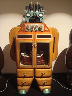 Giant robots / record players! I want to build something like this for my turntable.