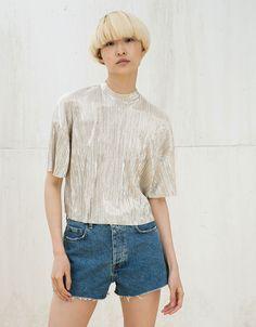 Camiseta metalizada plisada - Mujer - Bershka España 15e