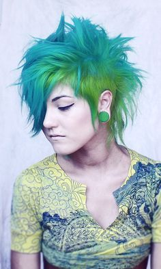 Blue and green dyed hair --- hair goals. Funky Hairstyles, Pretty Hairstyles, Hairstyle Men, Formal Hairstyles, Wedding Hairstyles, Hair Colorful, Pelo Multicolor, Alternative Hair, Coloured Hair