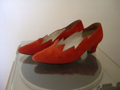 Rote Lederschuh Vintage Fashion, Leather, Leather Booties, Red, Gowns, Fashion Vintage, Preppy Fashion