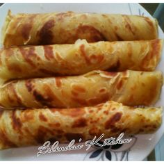 Kenyan soft layered chapatis, this step by step guideline will make you a chapati pro in no time, You will be able to tear soft layers of the chapati. Chapati Recipe Kenyan, Soft Chapati Recipe, Chapati Recipes, Roti Recipe, Kenya Food, Ugandan Food, Great Recipes, Favorite Recipes, Soft Layers