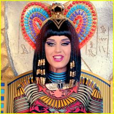 Katy Perry sued for ruining Christian rap song with her black magic Beautiful katy perry as cleopatra Katy Perry Kostüm, Katy Perry Fotos, Russell Brand, Disfraz Katy Perry, Lady Gaga, Dark Horse Video, Keti Perri, Taylor Swift, Christian Rap