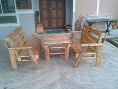 Pallet wood benches and table #Bench, #Lounge, #Pallet, #Table
