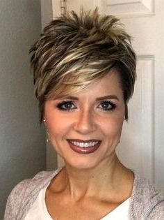 35 Pretty Pixie Haircuts For Thick Hair In 2019 With Images Haircut For Thick Hair